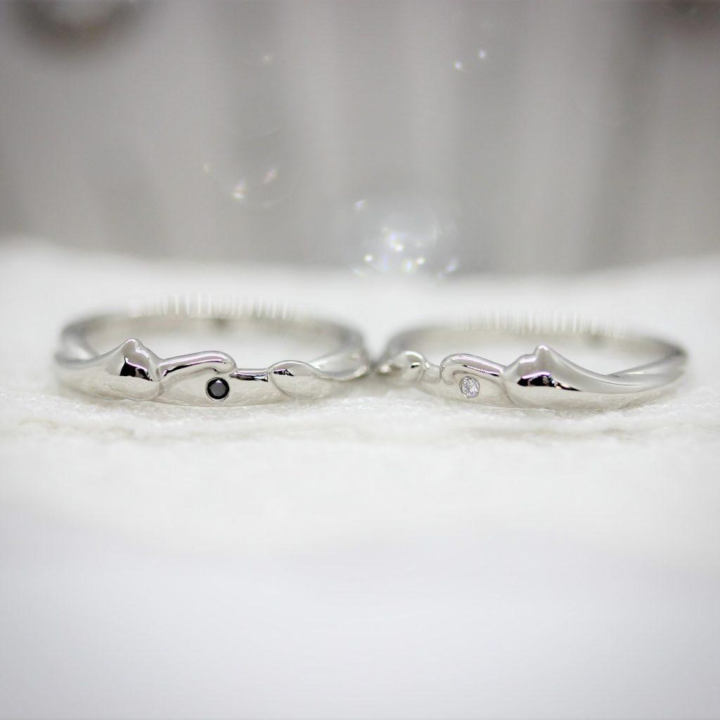 猫のデザインの結婚指輪